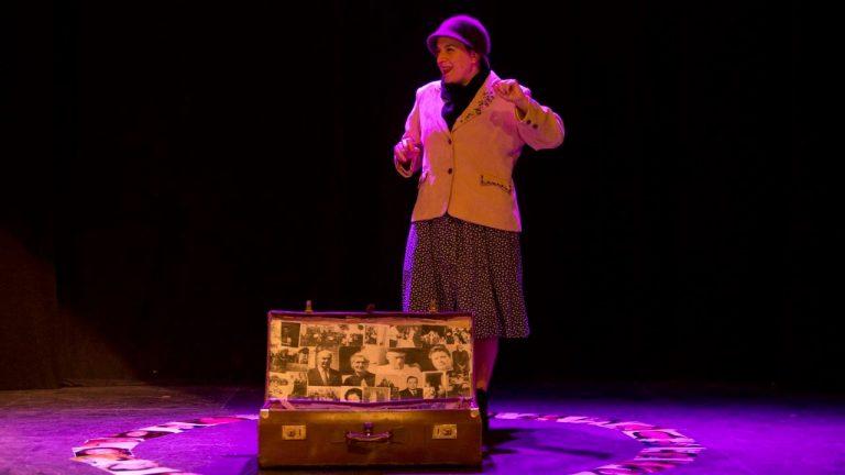Linaje-espectaculo-roles-La-Barca-otro-teatro